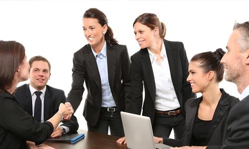 hyväntekeväisyysturnausten-järjestäjien-liikemiehet